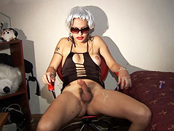 Nikki white wig. Nikki Nicole wearing a white wig while masturbating
