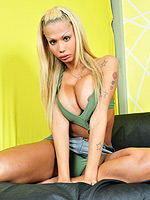 Samantha di piacci. Lascivious blonde shemale Samantha posing her irresistible body