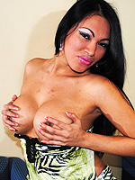 Peruvian teresa. Nice Teresa posing her considerable boobs and dick